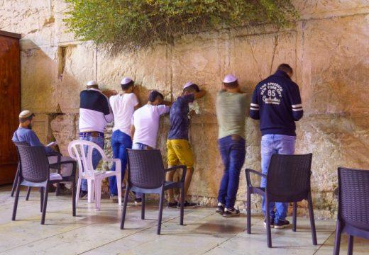 יהודים מתפללים כותל 319269968 (Small)
