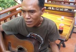 תאילנדי שר שמע ישראל בעברית