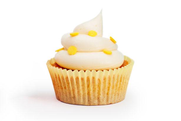 מה מברכים על עוגה עם צימוקים שלמים?