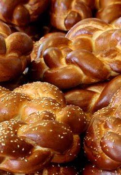 לחם משנה בשבת – איזה לחם צריך לקחת? ומאיזה מהם לאכול?