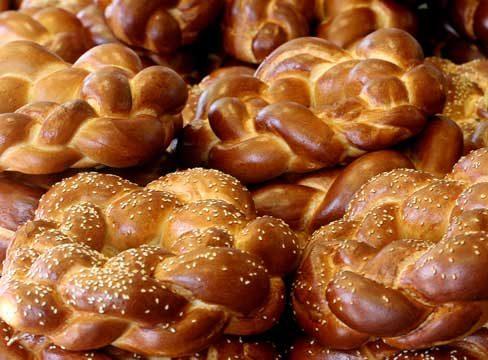 לחם משנה בשבת - איזה לחם צריך לקחת? ומאיזה מהם לאכול?
