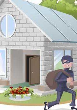 כשהגנב הכניס את ידו לתוך החלון והוציא את פמוטי השבת