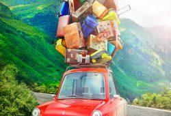 יום אחד, אני מבחין במשה נוסע ברכב ועל גג המכונית נחות להן עשרות קופסאות נעליים