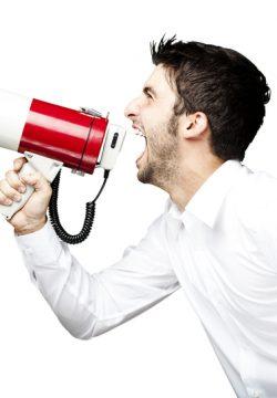 ואז הוא צעק בקול גדול: 'לכבוד שבת קדש'. הלקוחות נבהלו, וחלק החלו לנוס מהחנות